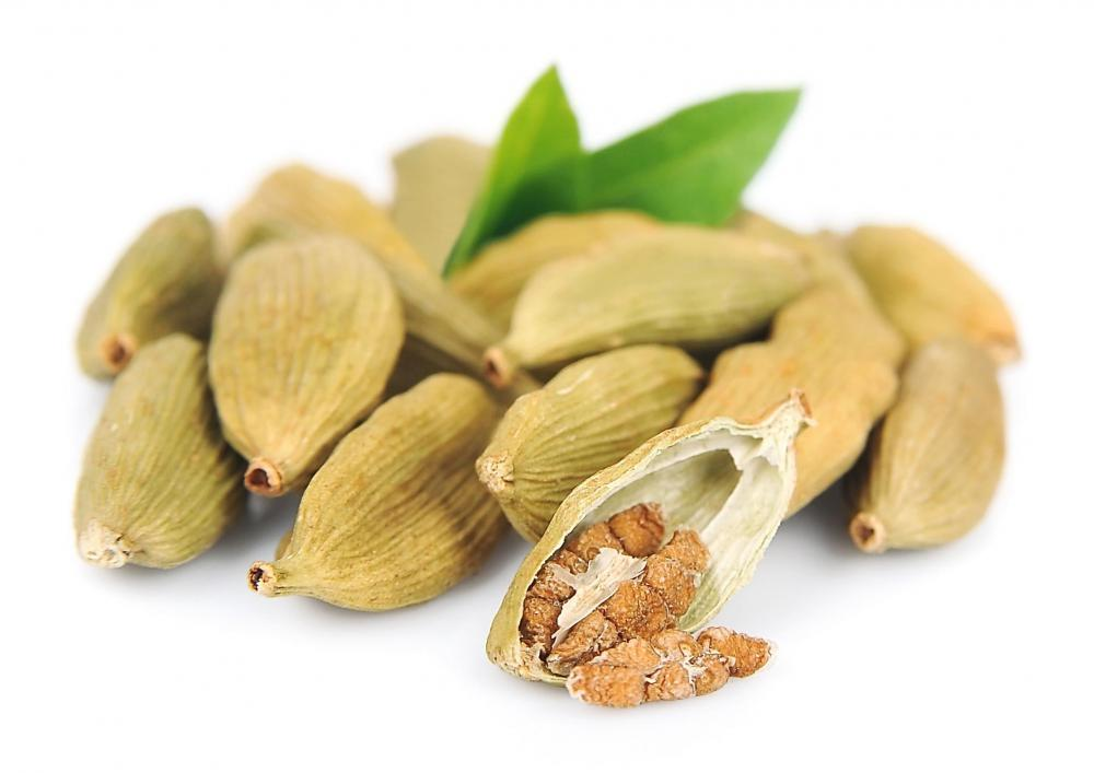 Cardamom is the traditional spice used in Julekage.