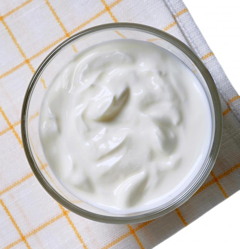 Sour cream is an ingredient used in mexican white sauce.