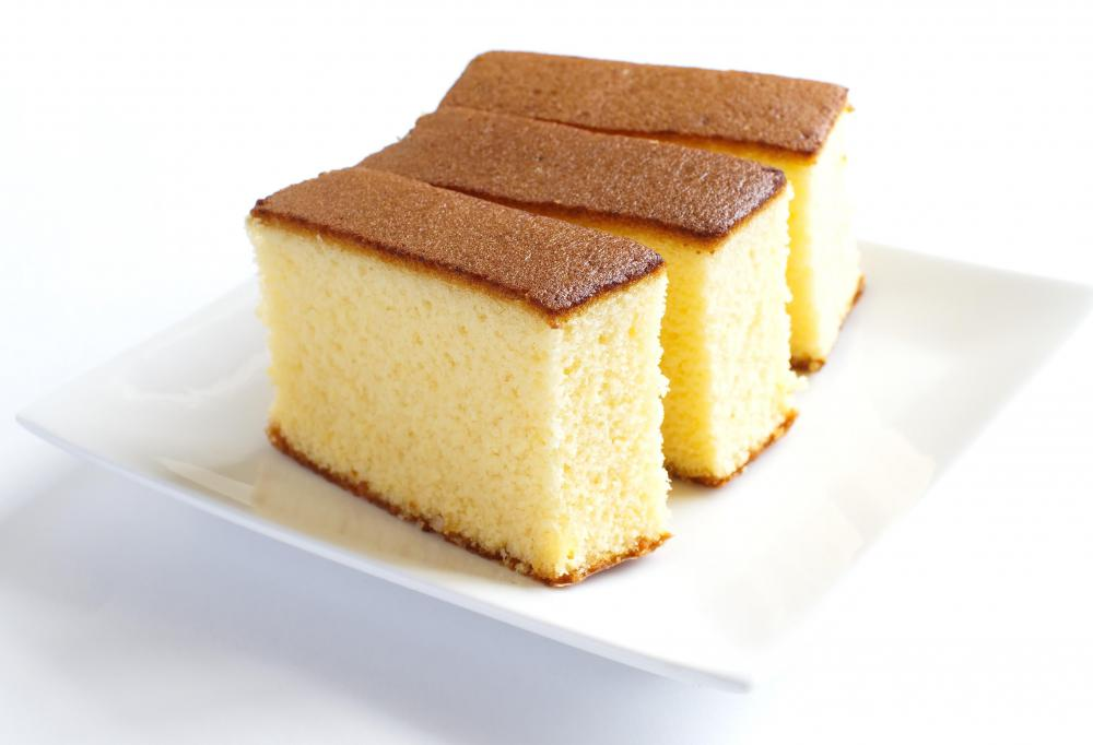 Jelly rolls typically use thin a sponge cake as a base.