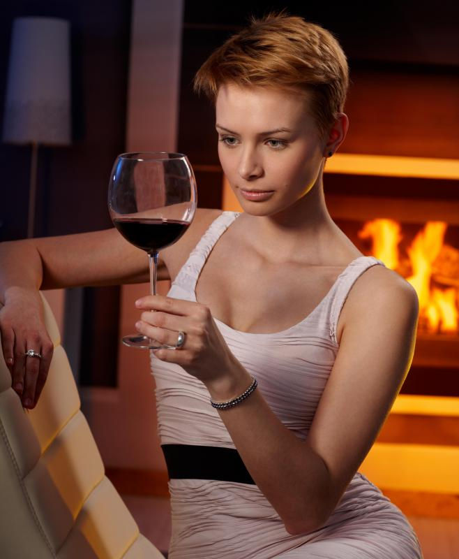 A person doesn't need to be a wine snob in order to enjoy red wine.